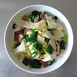 Tagliatelle_with_ham,_spinach_and_parmesan,_2009